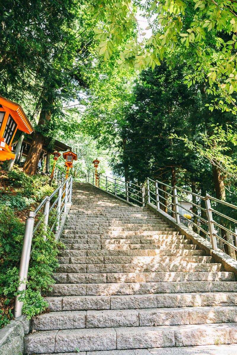 Steps to go to Arakura Fuji Sengen Jinja (Shrine) - Things to do around Lake Kawaguchi   www.justonecookbook.com