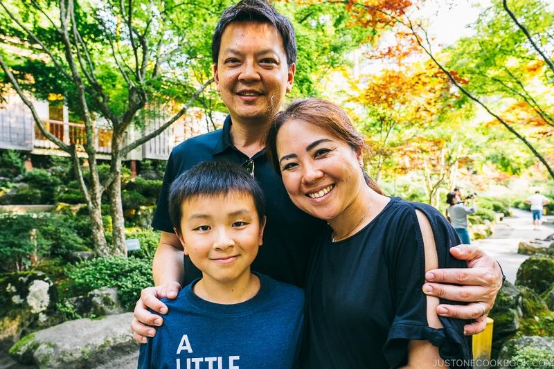 family at the garden at Hotel Kaneyamaen - Things to do around Lake Kawaguchi   www.justonecookbook.com