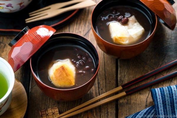 Japanese lacquer bowls containing red bean soup with mochi.