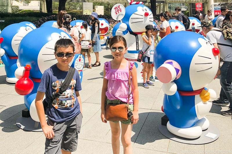 children with Doraemon statue at Roppongi Hills - Fujiko F Fujio Museum | www.justonecookbook.com