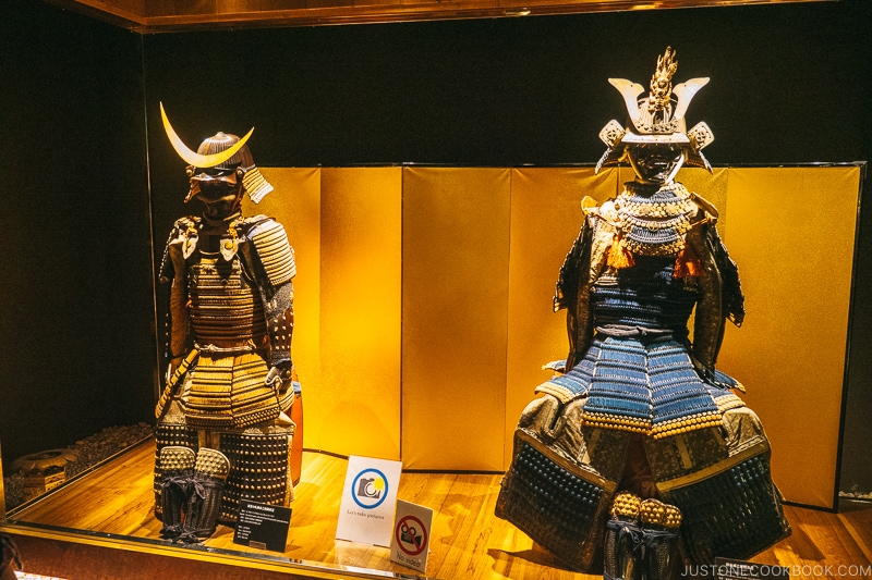 samurai armor of lower ranking officer and shogun - Samurai Museum Tokyo | www.justonecookbook.com
