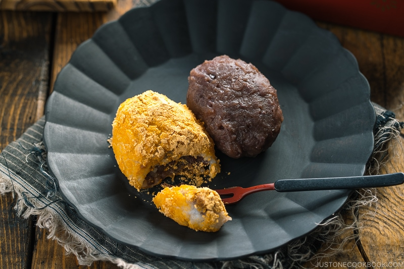 Ohagi (Botamochi) are served on a black plate.