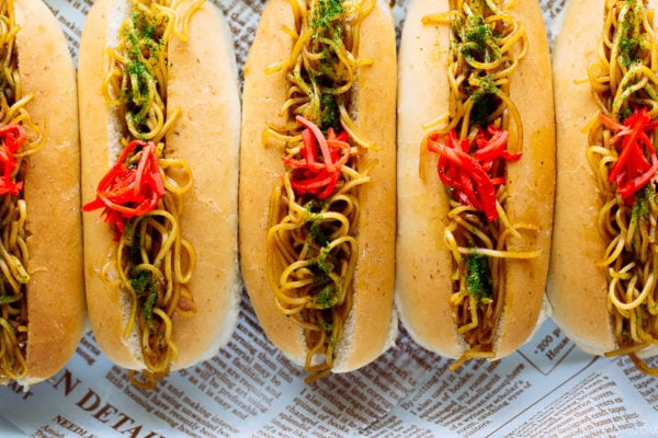 Yakisoba Pan (Yakisoba Dog) served in a baking tray.