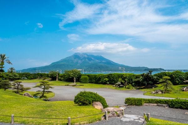 view of Sakurajima from Sengan-en 仙巌園