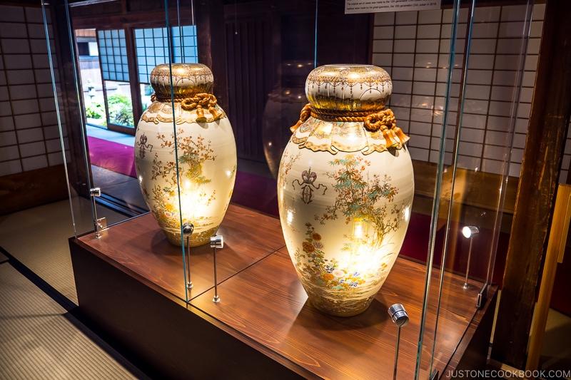 Satsuma-ware Vases on display at Sengan-en 仙巌園
