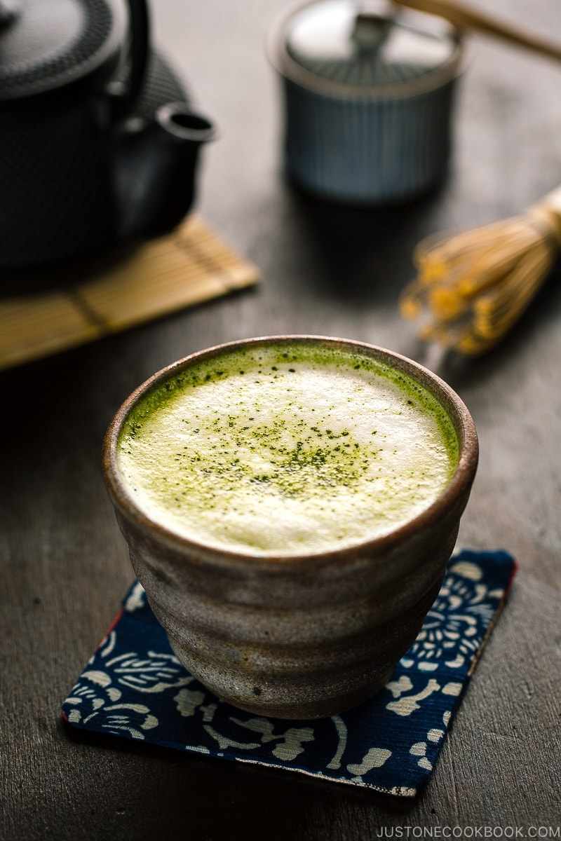 Matcha Green Tea Latte in a Bizenware cup.