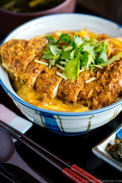 A donburi bowl containing baked katsudon.