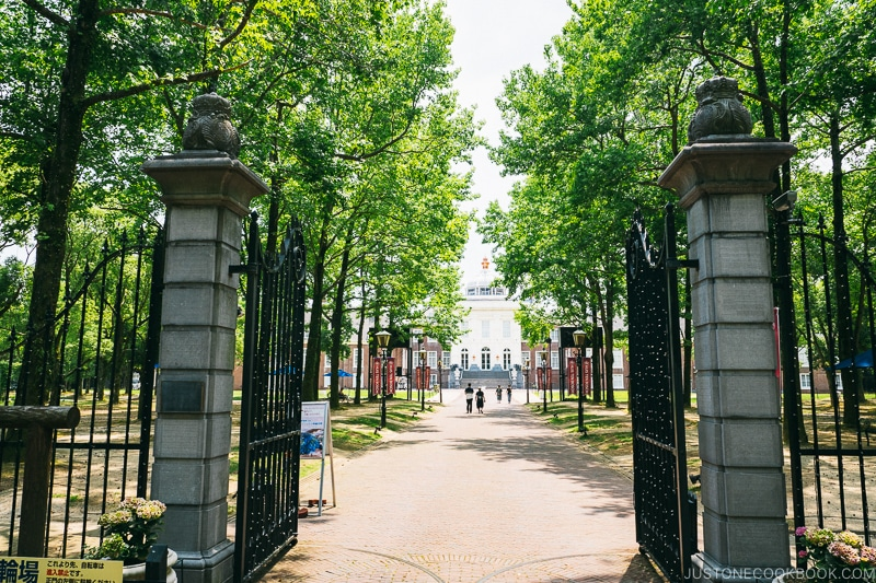 gate to Palace Huis Ten Bosch with trees
