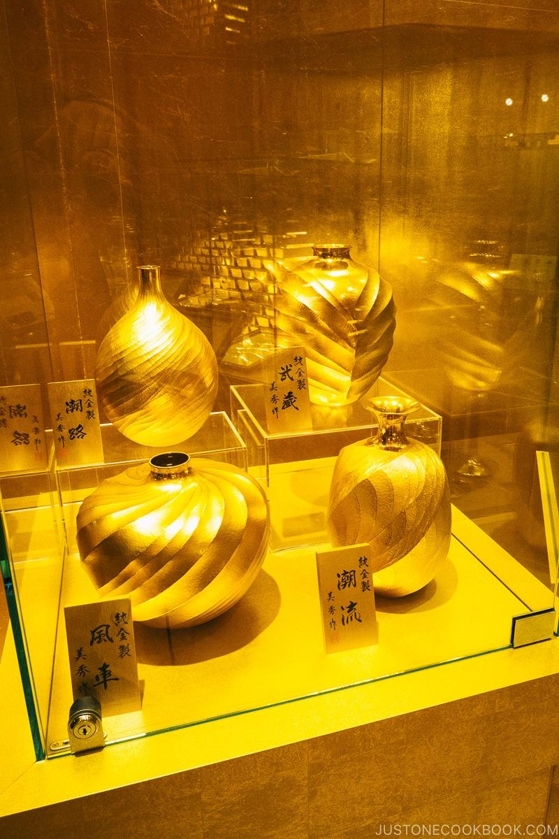 gold japanese vases