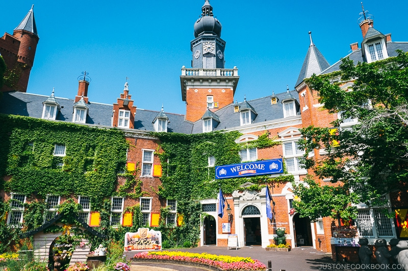 Welcome gate at Huis Ten Bosch