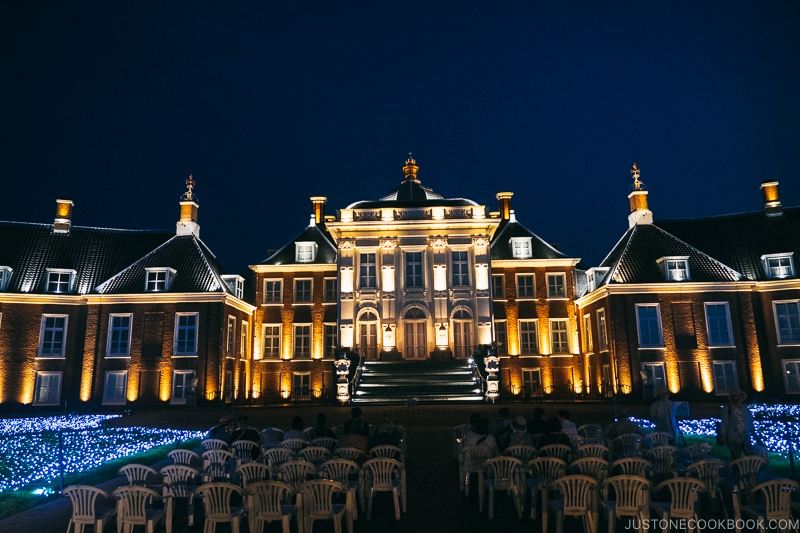 Palace Huis Ten Bosch at night with lights