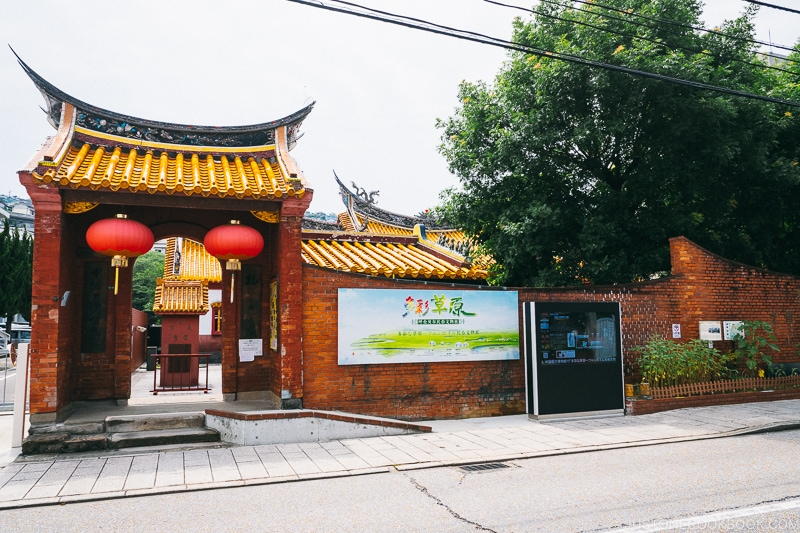 red entrance gate to Nagasaki Koshibyo Confucius Shrine and Historical Museum of China
