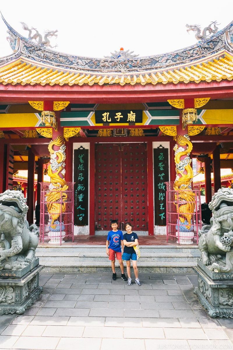 two children in front of the temple gate at Nagasaki Koshibyo Confucius Shrine