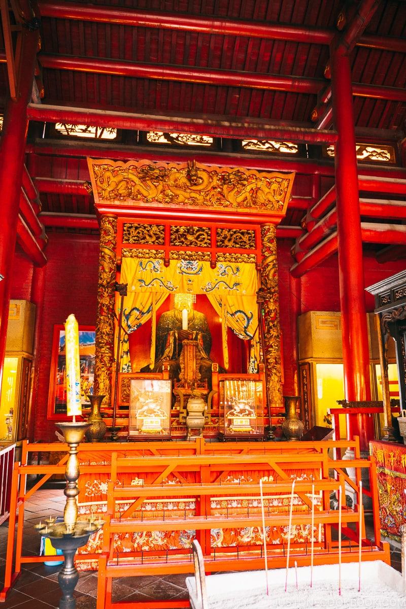 statue of Confucius on altar