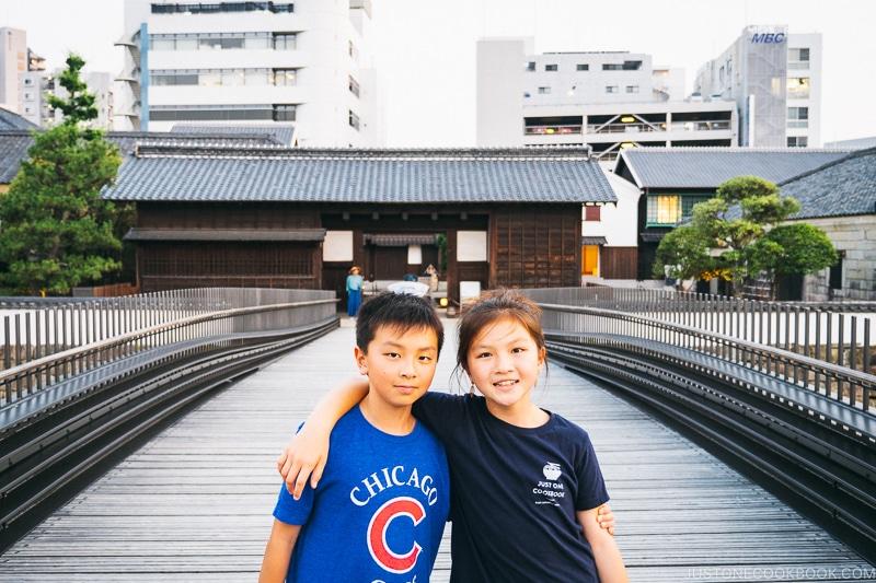 two children on a bridge to Dejima