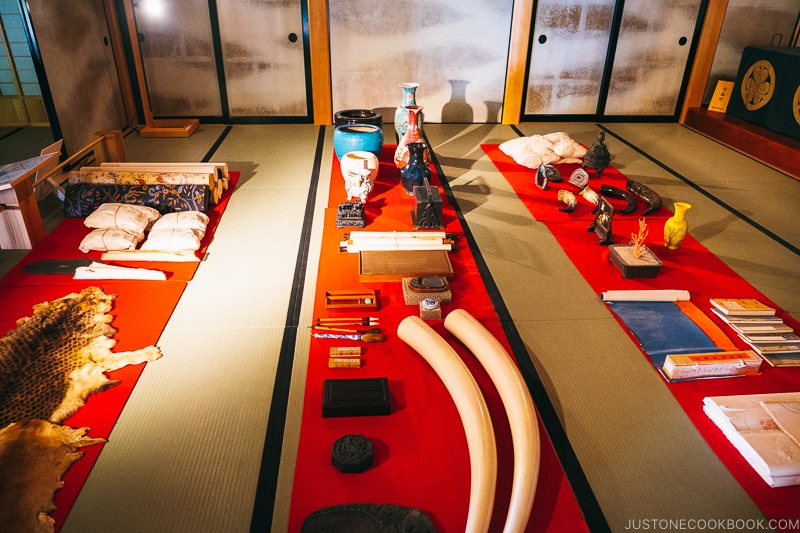 trade goods on the floor in a traditional Japanese room