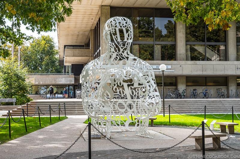 Alchemist sculpture by Jaume Plensa