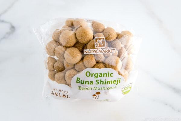 Buna shimeji (beech mushroom)