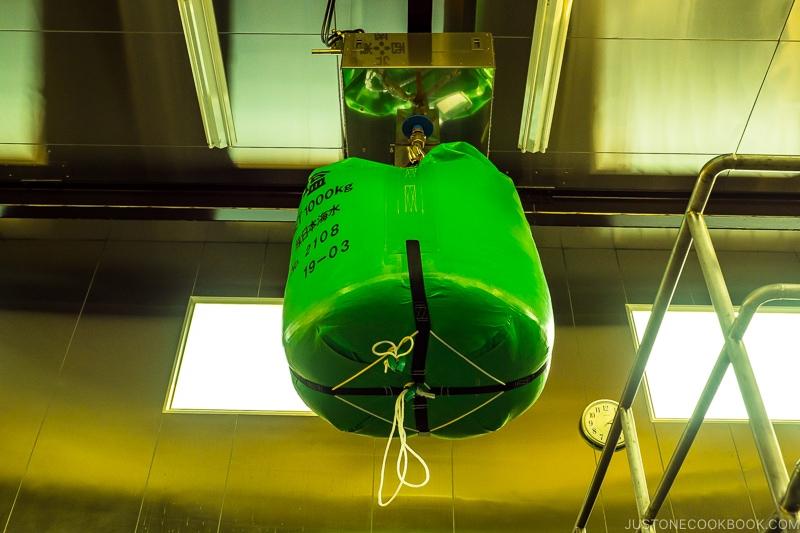 1000 kg bag of salt hanging from ceiling
