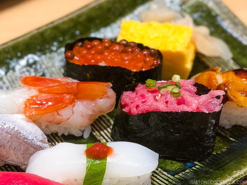different types of gunkan sushi