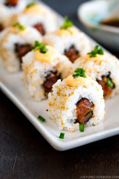 spicy tuna rolls tossed in sesame Sriracha sauce, topped with spicy mayo