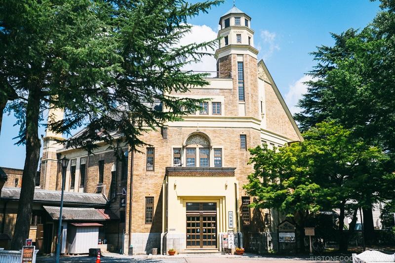 exterior of Katakurakan onsen