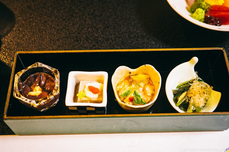 4 appetizer dishes in a tray for kaiseki meal