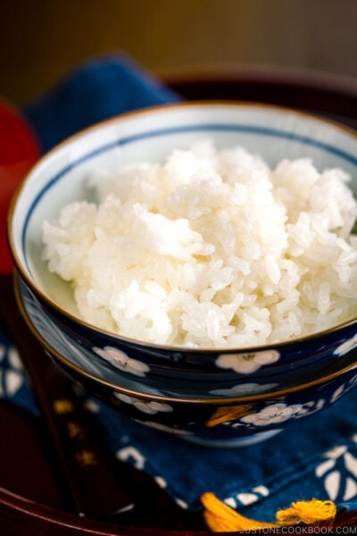 Steamed rice in Japanese rice bowls.