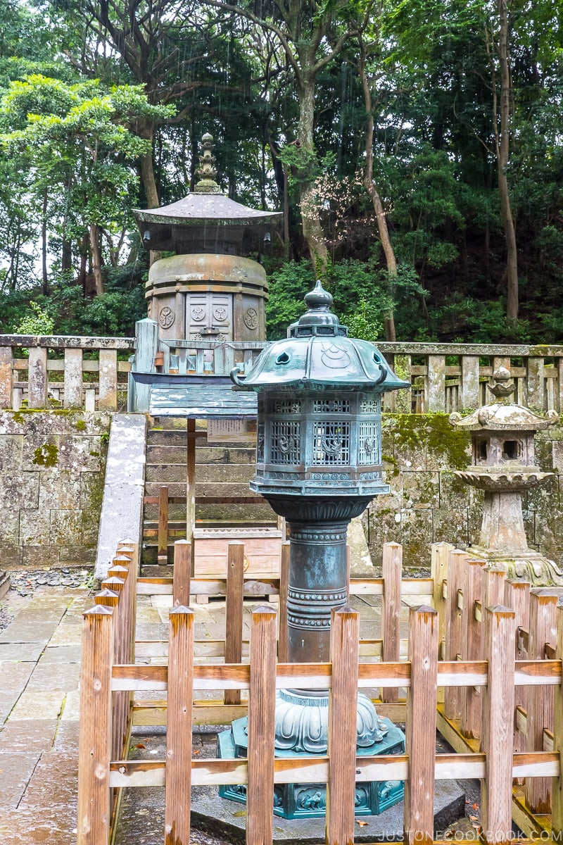 a lantern in front of the The mausoleum of Tokugawa Ieyasu