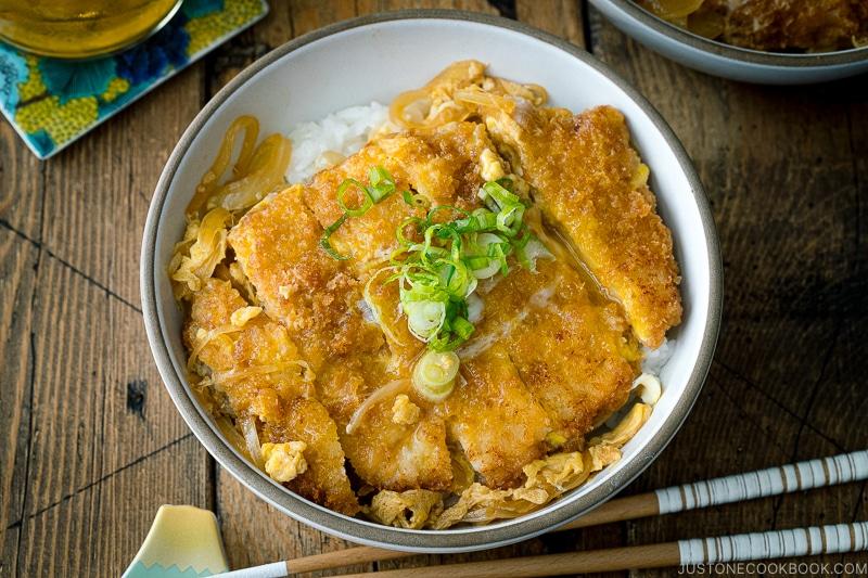 Katsudon (Pork Cutlet Rice Bowl) (Video) ???
